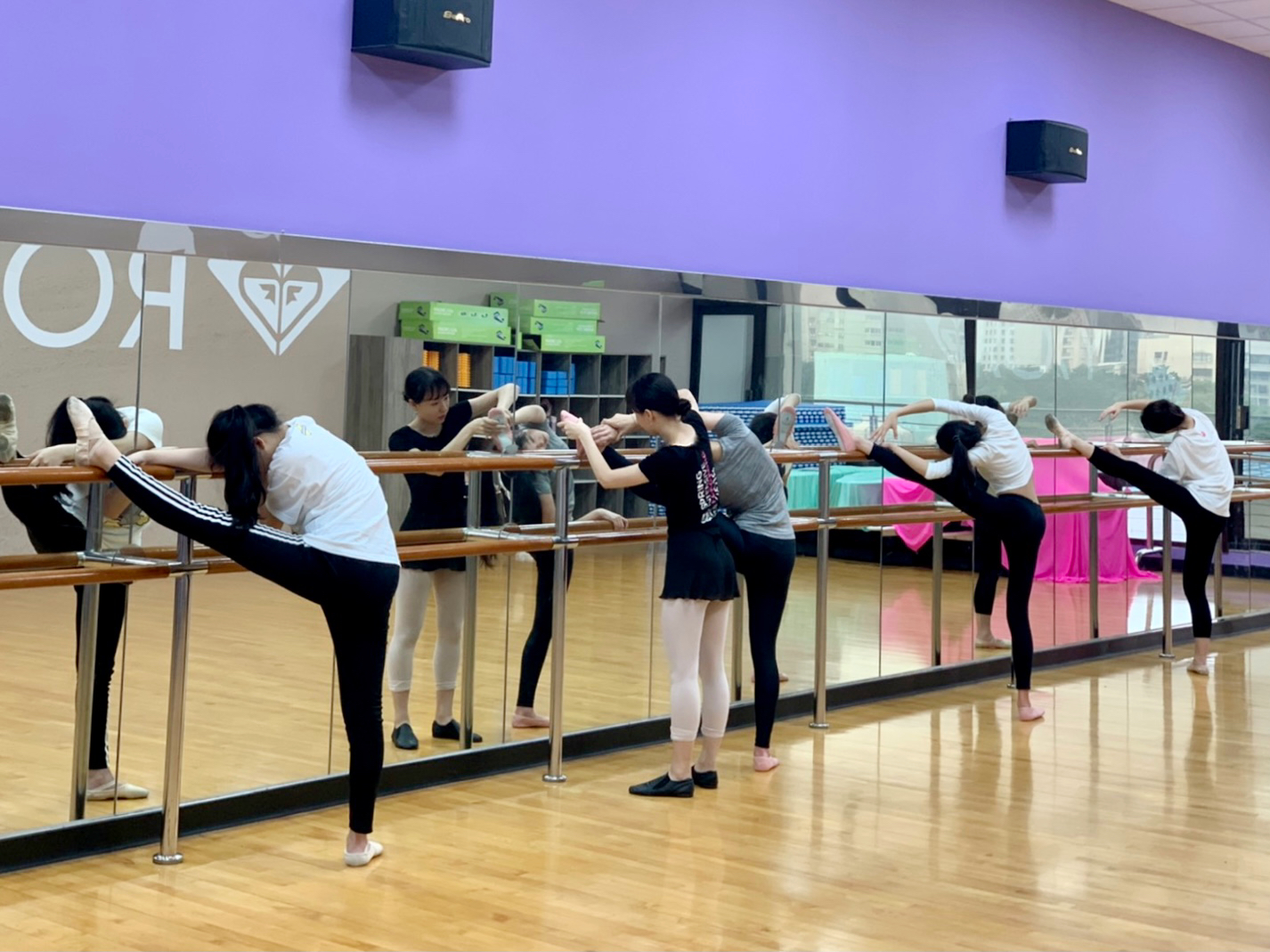 https://vis.tp.edu.tw/assets/upload/Clubs社團/芭蕾1.jpg